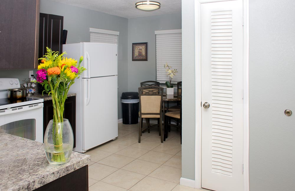 34-laud-lakes-kitchen-view