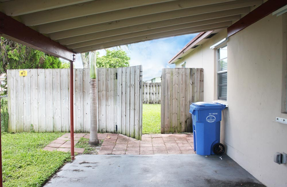 59-ct-oakland-park-covered-patio-and-gate