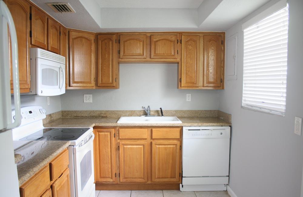 59-ct-oakland-park-kitchen-view
