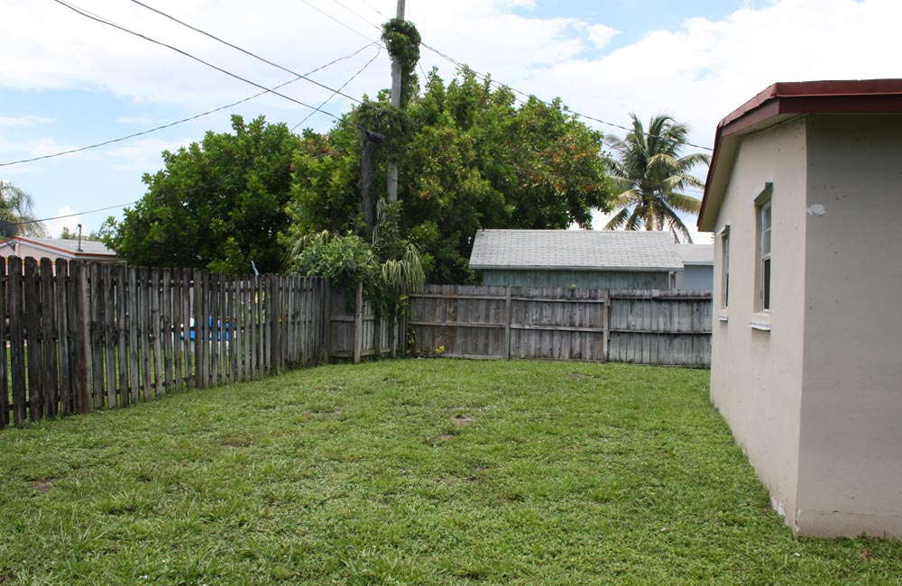 59-ct-oakland-park-yard-view
